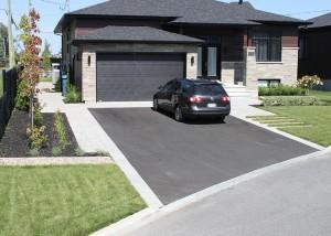 pose asphalte d'une entrée garage