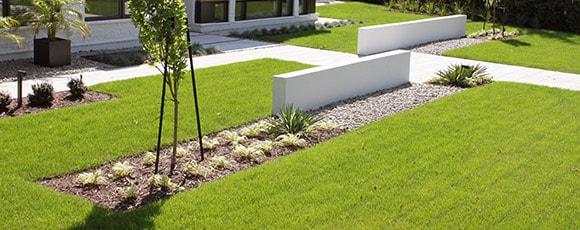 paysagiste terrassement euro plantation et pose de gazon. Black Bedroom Furniture Sets. Home Design Ideas