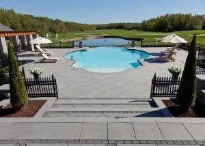 piscine d'un terrain de golf aménagement terrassement