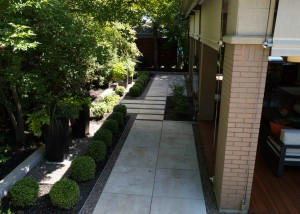 Terrassement-euro-paved-yard-landscape