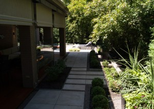 Terrassement-Euro-paved-yard-landsca