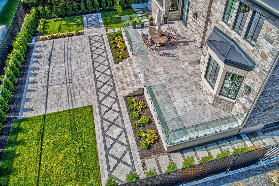 terrassement-pave-uni-jasmin-montreal-arriere